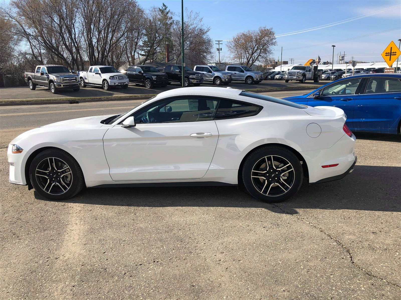 2019 Ford Mustang EcoBoost® Oxford White, 2 3L EcoBoost